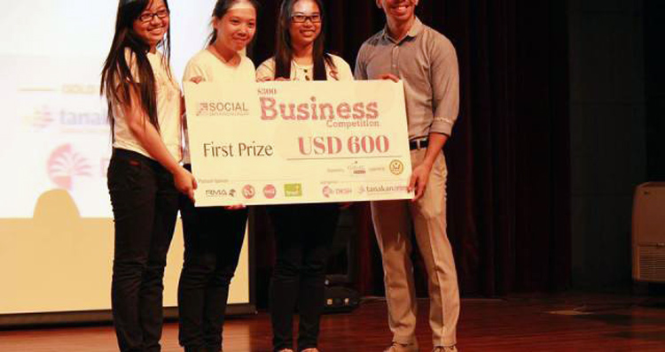 Cheam Panharath and her team accepts first prize award.
