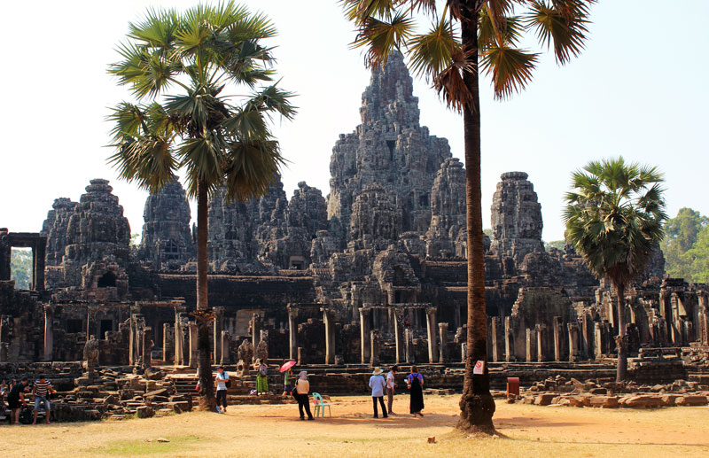 The-biggest-Buddhist-structure-Bayon-temple