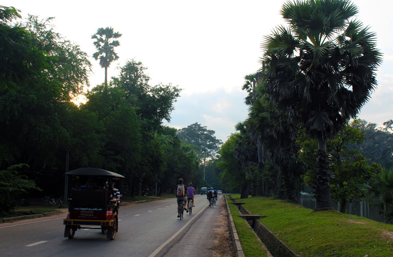 The-road-to-Angkor-Wat-temple