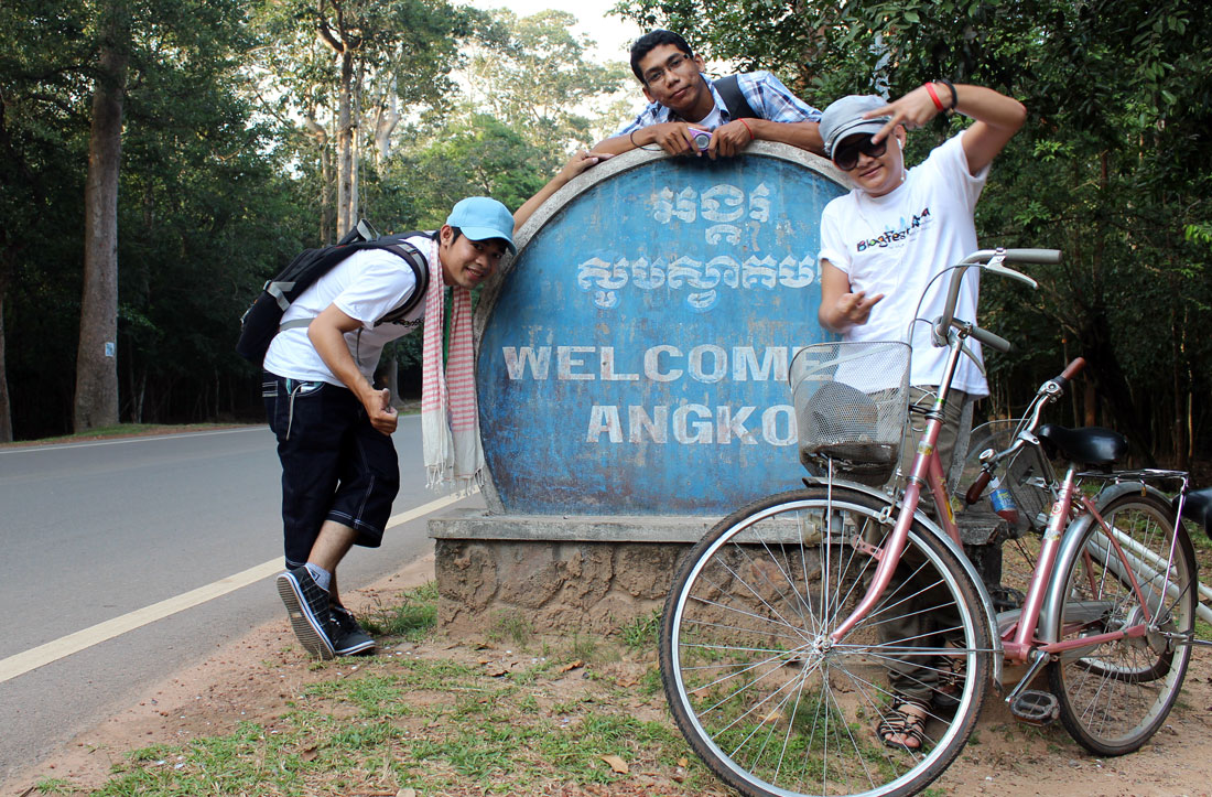 Chenda, Theara and Chetra (me) bicycled to Angkor Wat. It's around 6 kilometers from downtown Siem Reap to the Angkor compound.